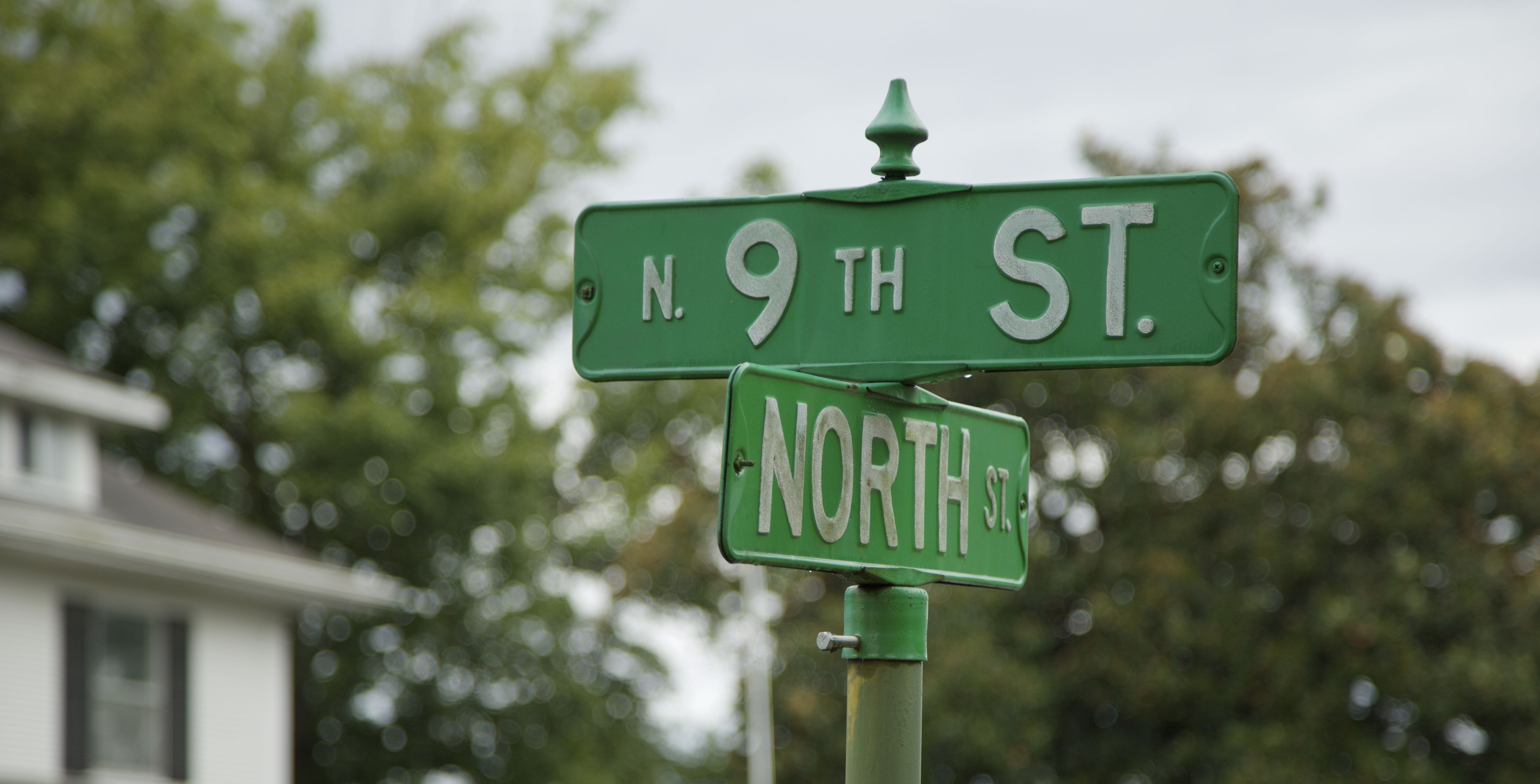 Street Signs for 9th street and North Ave